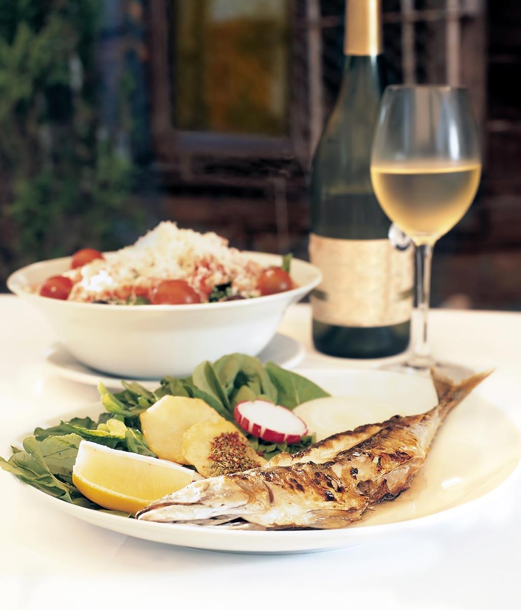 Masseria Bosco di Makyva Piatti di pesce accompagnati da ottimo vino
